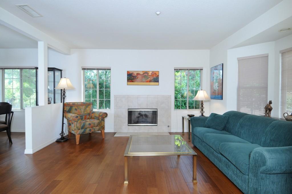 web_living room 1