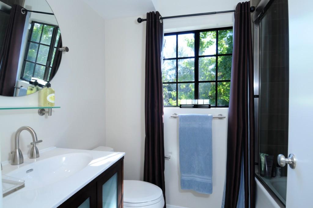 web_upstairs bathroom