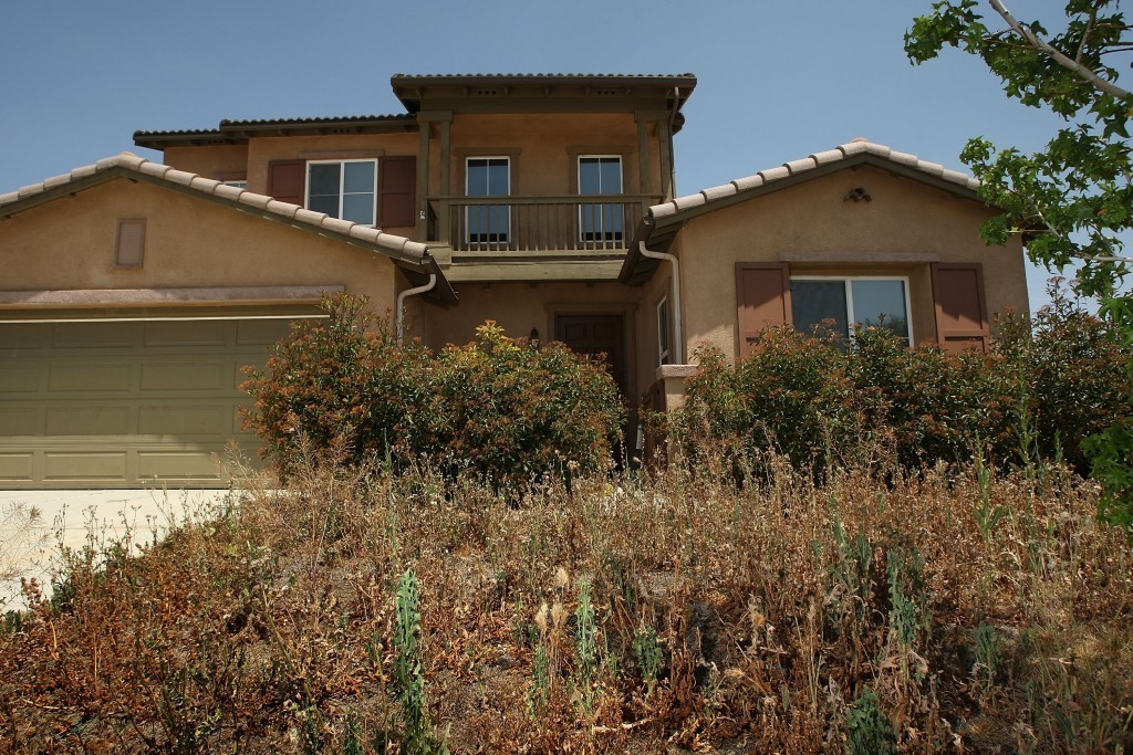 California Town Spraypaints Lawns Of Foreclosed Homes Green